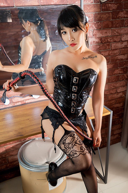 Analisa - Mistress Luna With Whip